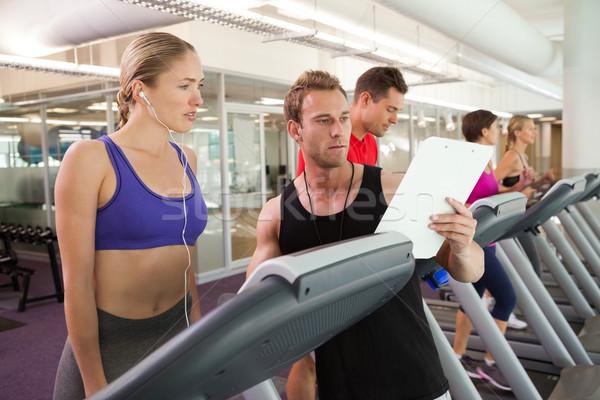 Trener mówić klienta kierat siłowni człowiek Zdjęcia stock © wavebreak_media