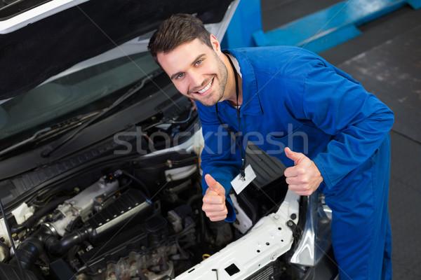 Mechaniker lächelnd Kamera Reparatur Garage Porträt Stock foto © wavebreak_media