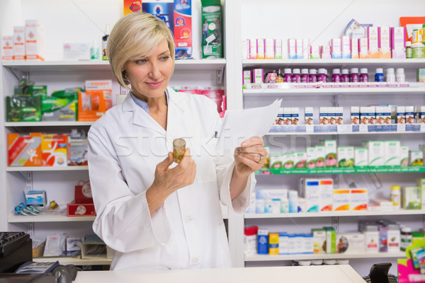 Sorridere farmacista guardando farmacia felice Foto d'archivio © wavebreak_media