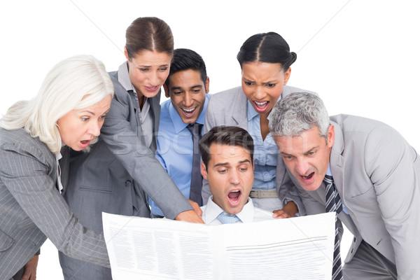 Verrassend zakenlieden naar krant witte vrouw Stockfoto © wavebreak_media
