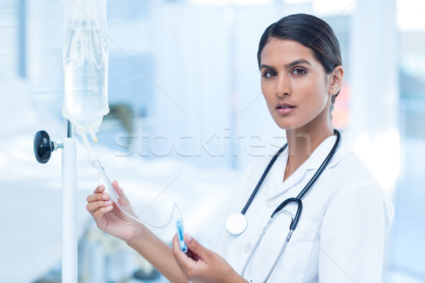 Nurse connecting an intravenous drip Stock photo © wavebreak_media