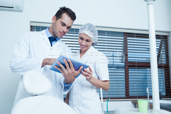 Dentistas digital comprimido masculino feminino mulher Foto stock © wavebreak_media