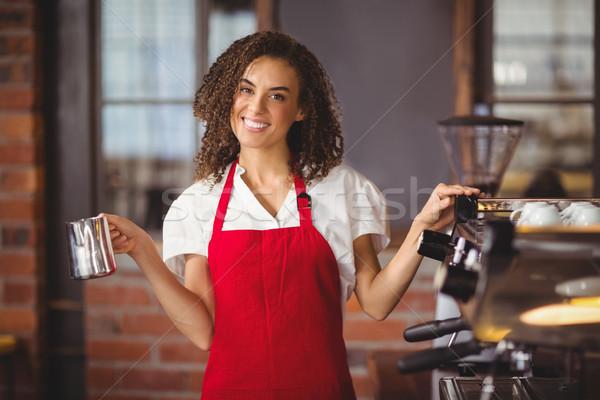 Güzel garson sürahi portre kahvehane Stok fotoğraf © wavebreak_media