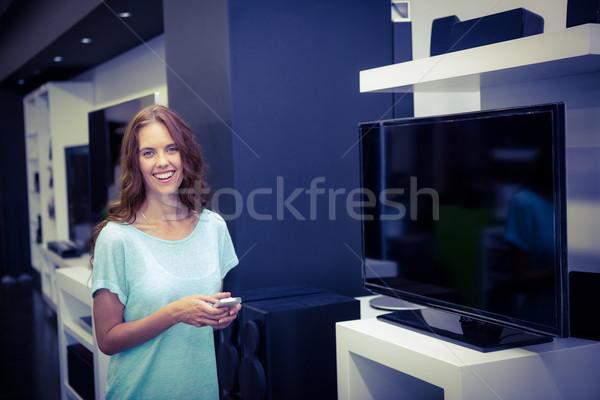 Pretty woman shopping nuovo televisione elettronica store Foto d'archivio © wavebreak_media