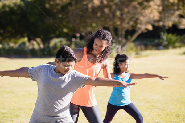 女性 トレーナー 調べる 子供 ポーズ 小さな ストックフォト © wavebreak_media