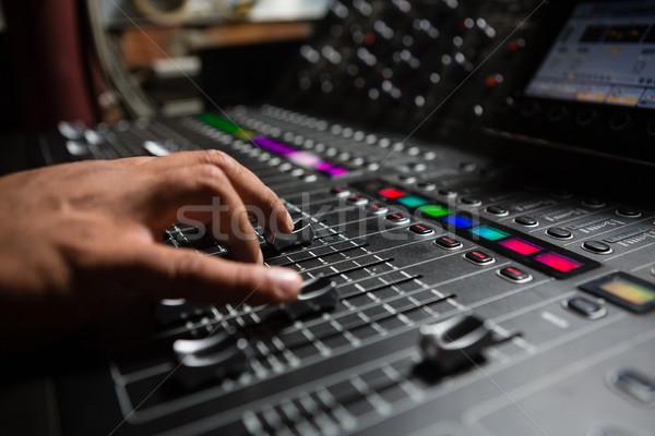 Mano masculina de audio ingeniero sonido mezclador Foto stock © wavebreak_media