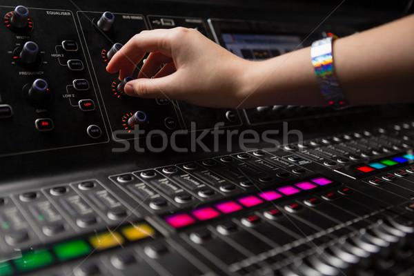 стороны женщины аудио инженер звук смеситель Сток-фото © wavebreak_media