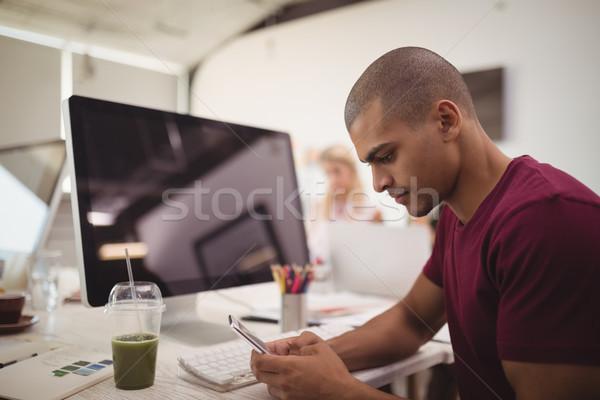 вид сбоку молодые бизнесмен мобильного телефона сидят столе Сток-фото © wavebreak_media