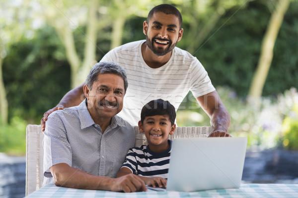 Portret szczęśliwy rodziny za pomocą laptopa weranda wraz Zdjęcia stock © wavebreak_media