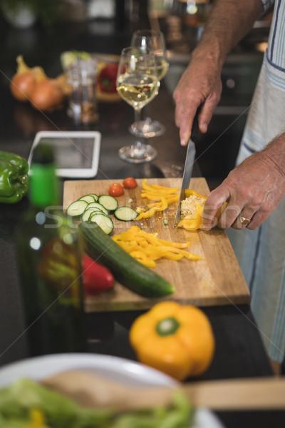 Középső rész férfi vág citromsárga paprika konyha Stock fotó © wavebreak_media