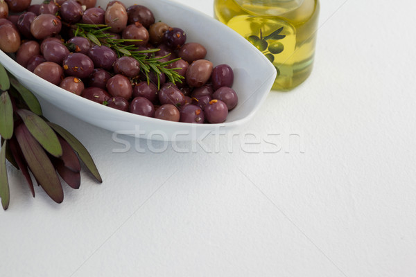 Olives romarin pétrolières jar table Photo stock © wavebreak_media
