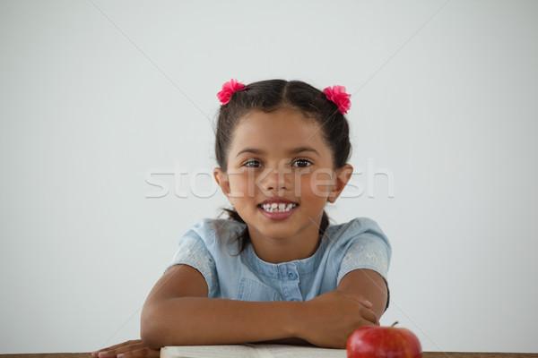 Genç kız oturma büro portre çocuk meyve Stok fotoğraf © wavebreak_media