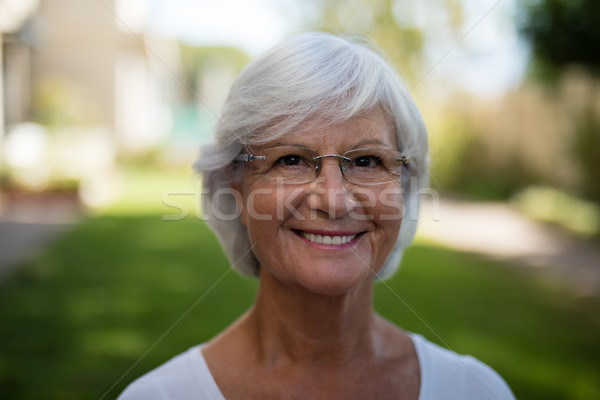 Gülen kıdemli kadın gözlük Stok fotoğraf © wavebreak_media