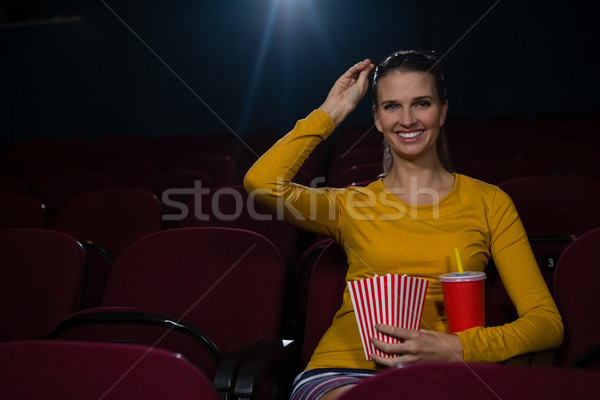 Felice donna popcorn bevande guardare film Foto d'archivio © wavebreak_media