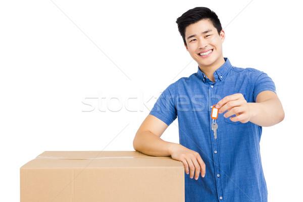 Joven caja de cartón clave blanco Foto stock © wavebreak_media
