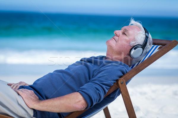 成熟した男 デッキ 椅子 音楽を聴く ビーチ ストックフォト © wavebreak_media