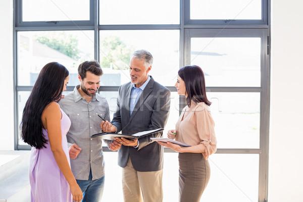 Agente immobiliare accordo carta Coppia firma business Foto d'archivio © wavebreak_media
