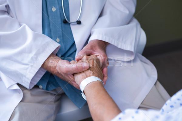 Orvos megvizsgál idős beteg kórház nő Stock fotó © wavebreak_media