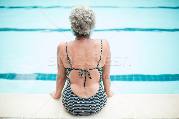 Senior vrouw vergadering water gymnasium zwembad Stockfoto © wavebreak_media