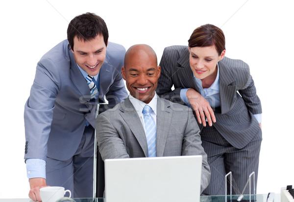 Colegas olhando laptop branco teclado empresário Foto stock © wavebreak_media