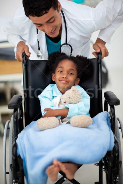 Młodych dziecko lekarza szczęśliwy człowiek kobiet Zdjęcia stock © wavebreak_media