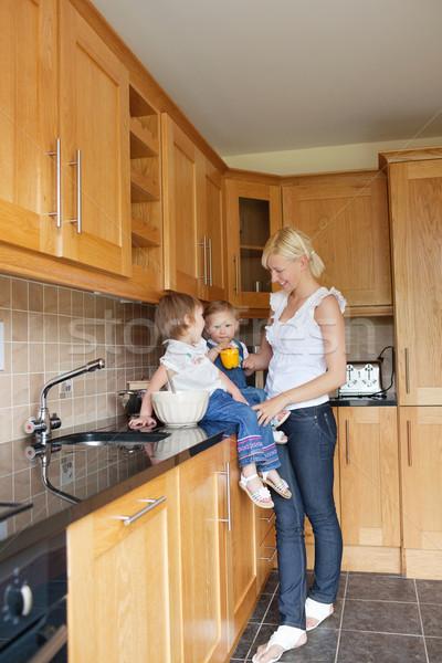 Stockfoto: Keuken · kinderen · drinken · familie · meisje · gelukkig