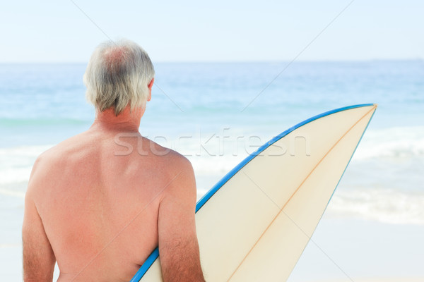Aposentados homem prancha de surfe praia sorrir esportes Foto stock © wavebreak_media