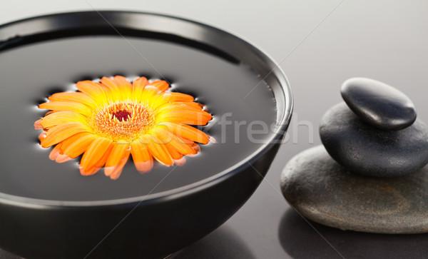Narancs virág lebeg fekete tál boglya Stock fotó © wavebreak_media