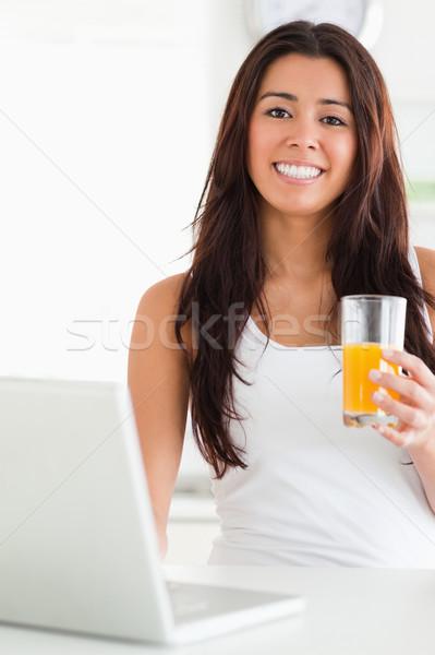 Stockfoto: Vrouw · ontspannen · laptop · glas · sinaasappelsap