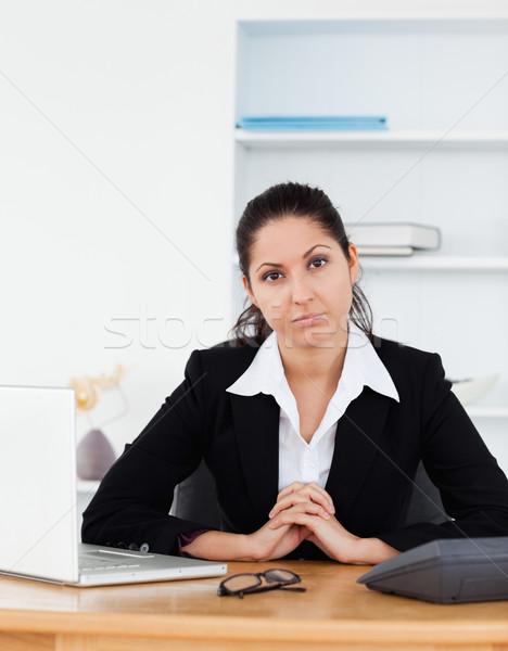 Stok fotoğraf: Işkadını · oturma · ofis · bilgisayar · kadın · kâğıt