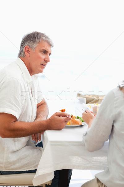 Widok z boku dojrzały mężczyzna obiedzie uśmiech uśmiechnięty szczęścia Zdjęcia stock © wavebreak_media