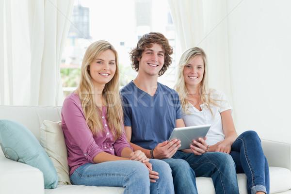 Három testvérek ül együtt kanapé fivér Stock fotó © wavebreak_media
