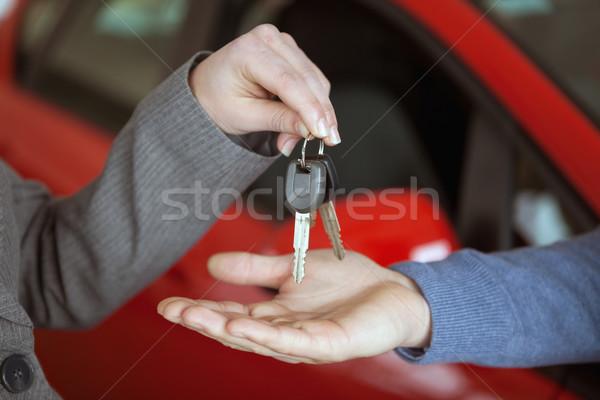 Osoby klucze ktoś samochodu sklep Zdjęcia stock © wavebreak_media