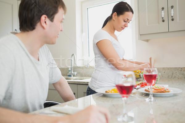 жена обед муж домой кухне продовольствие Сток-фото © wavebreak_media