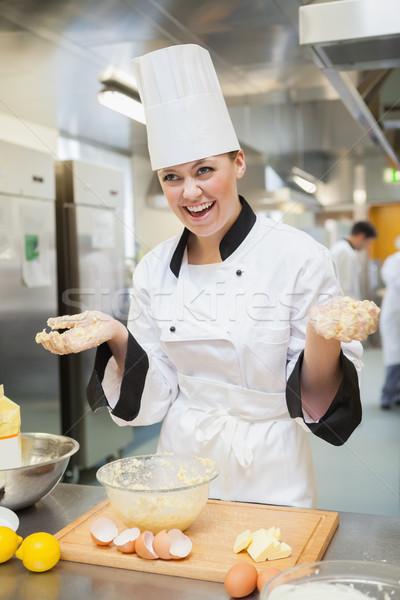 Riendo Baker manos cubierto cocina Foto stock © wavebreak_media