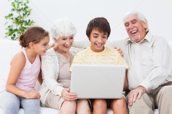 Dedesi torunlar dizüstü bilgisayar kullanıyorsanız kanepe gülme bilgisayar Stok fotoğraf © wavebreak_media