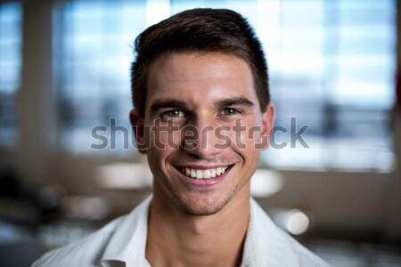 Vrolijk man creatieve kantoor permanente alleen Stockfoto © wavebreak_media