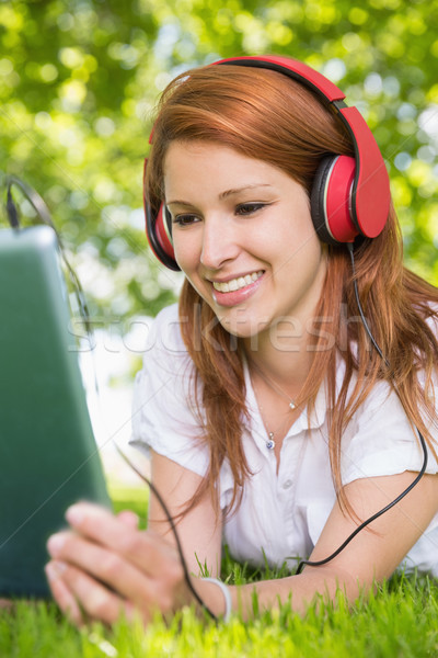 Joli écouter de la musique parc Photo stock © wavebreak_media