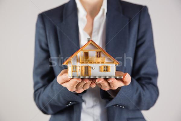 деловая женщина миниатюрный модель дома серый Сток-фото © wavebreak_media