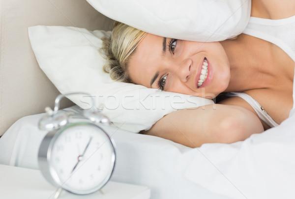 Mulher orelhas travesseiro despertador belo Foto stock © wavebreak_media