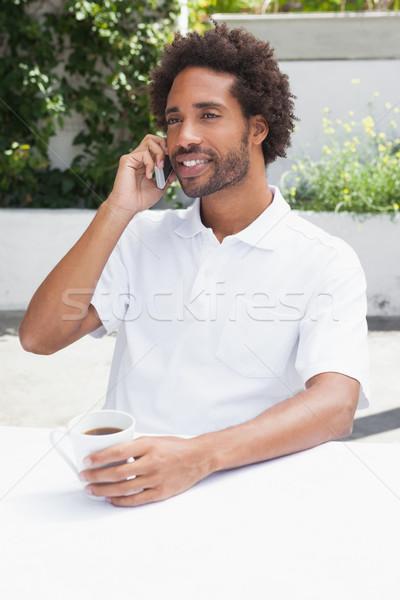 Man telefoon koffie buiten coffeeshop communicatie Stockfoto © wavebreak_media