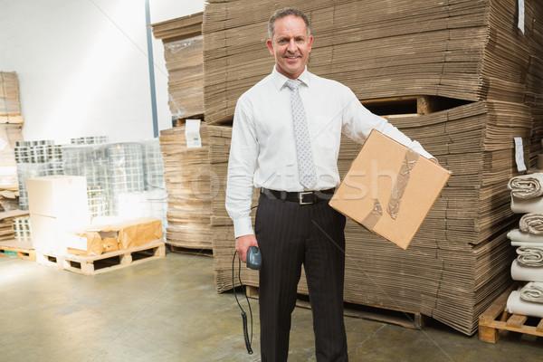 Almacén gerente caja de cartón escáner grande Foto stock © wavebreak_media