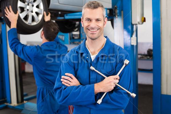 механиком улыбаясь камеры ремонта гаража человека Сток-фото © wavebreak_media