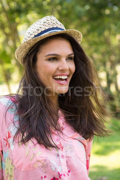 довольно брюнетка улыбаясь парка женщину счастливым Сток-фото © wavebreak_media