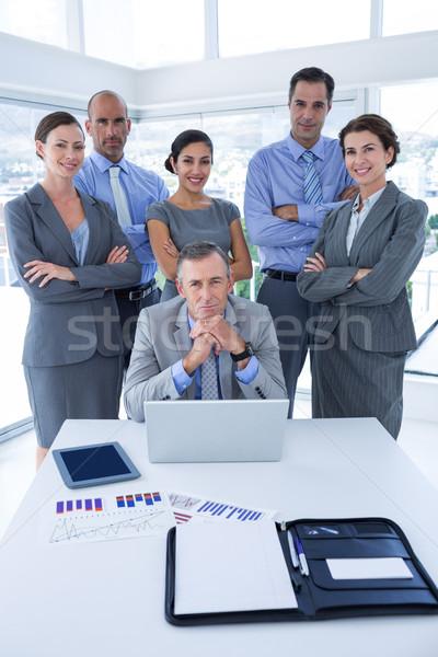 Sonriendo equipo de negocios mirando cámara oficina hombre Foto stock © wavebreak_media