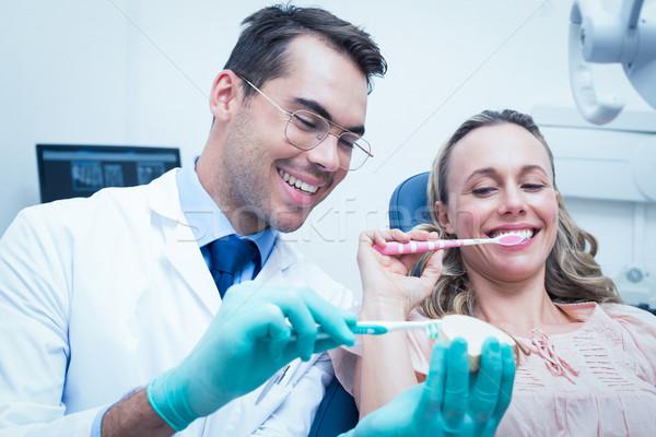 мужчины стоматолога преподавания женщину щетка зубов Сток-фото © wavebreak_media