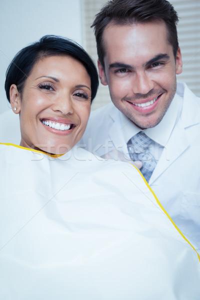 Glimlachende vrouw wachten tandheelkundige examen portret glimlachend Stockfoto © wavebreak_media