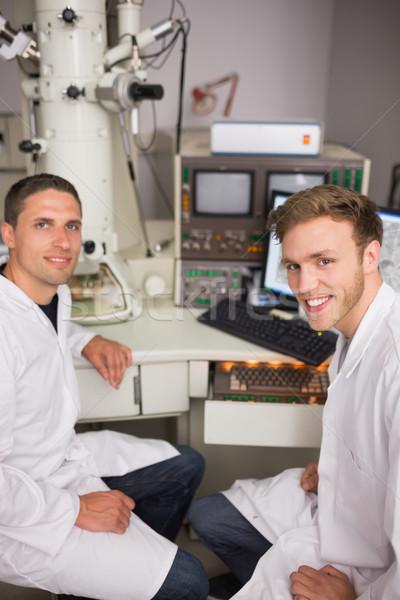 Biochemie student groot microscoop computer universiteit Stockfoto © wavebreak_media