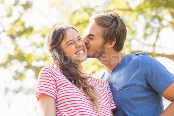 Cute Coppia bacio parco amore Foto d'archivio © wavebreak_media