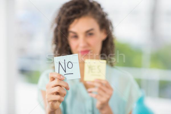 улыбаясь деловая женщина да нет портрет Сток-фото © wavebreak_media